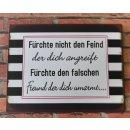 Blechschild Retro Spruch - Fürchte nicht den Feind...